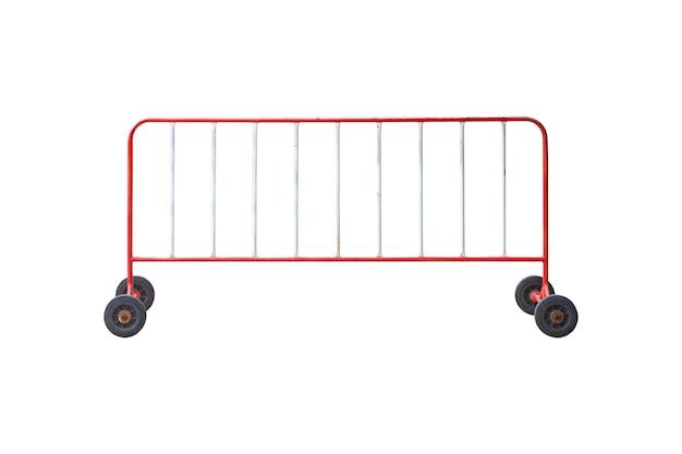 Recinzione in movimento o recinzione metallica barriera per il controllo del traffico stradale isolato su sfondo bianco.