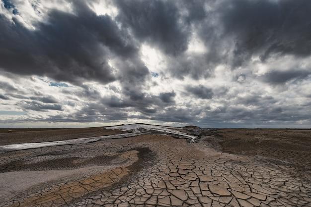 Eruzione del vulcano di fango, straordinario fenomeno naturale