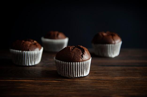 Dessert muffin su una superficie di legno