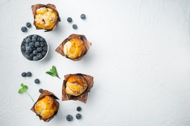 Muffin ai mirtilli, su bianco