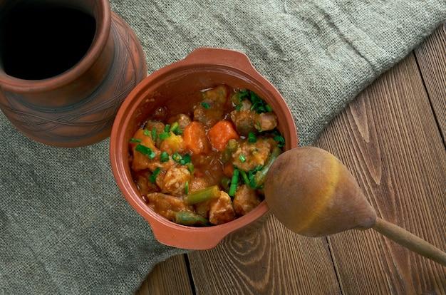 Mulligan stew - piatto detto hobos americani. gustoso stufato di campagna hot pot tradizionale invernale