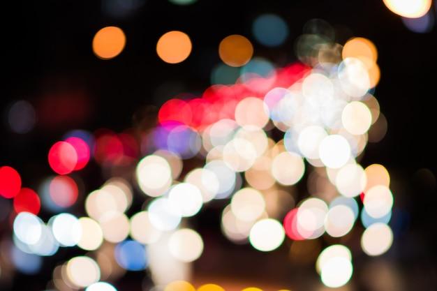 Luci bokeh multicolori di notte