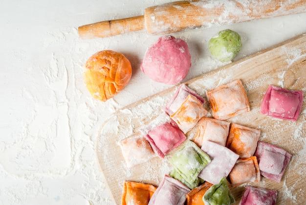 Ravioli multicolori Foto Premium