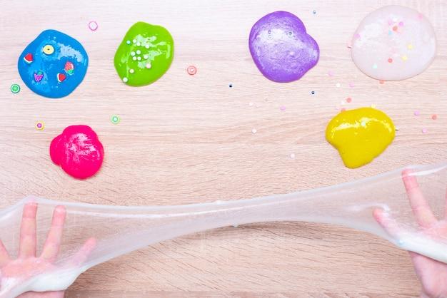 Melme multicolori sul tavolo