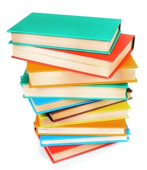 Libri multicolori. su uno sfondo bianco.