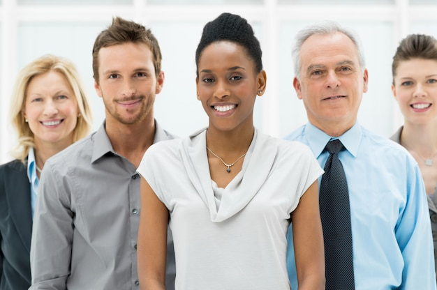 Gruppo aziendale multietnico