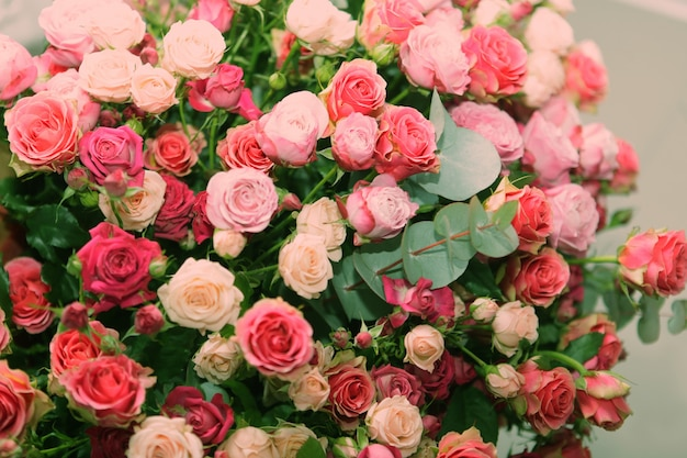 Bouquet di rose multicolori