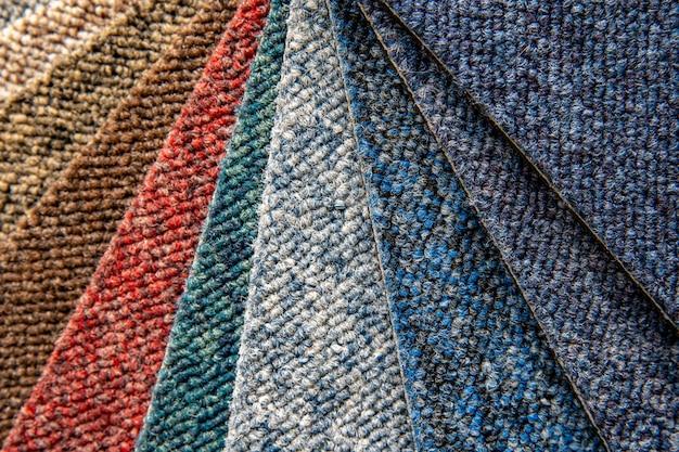 Campioni di tappeti multicolori in dettaglio, sfondo e carta da parati