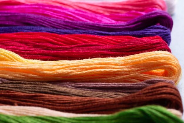 Filo di cotone multicolore per ricamo