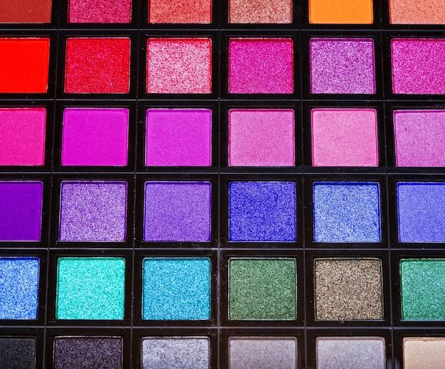 Ombretti multicolori. girato in studio.