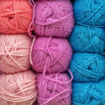 Gomitoli di lana multicolore per ricamo
