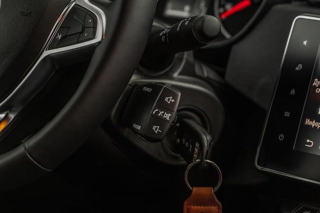 Più comandi al volante. pulsanti al volante per accettare o rifiutare le chiamate.