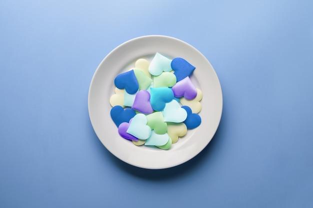 Molteplici forme di cuore sul piatto