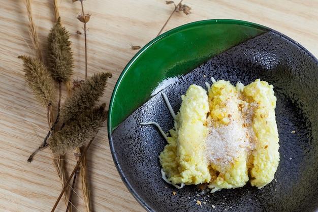 Le crepe di riso con fagioli mung sono cibo tailandese in stile, khanom tua pap