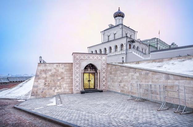 Museo della storia della statualità al cremlino di kazan in una mattina d'inverno