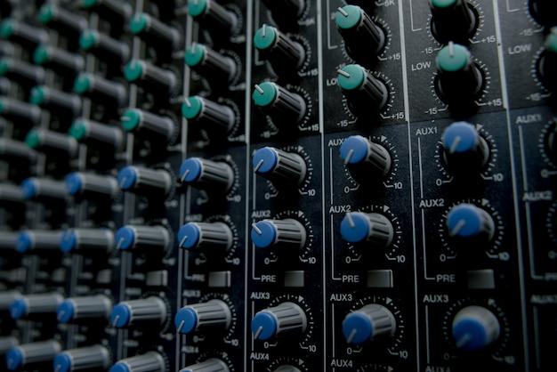 Stazione di controllo della musica. mixer stereo.