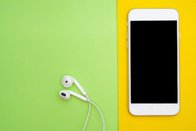 Musica, gadget, amante della musica di uno smartphone bianco
