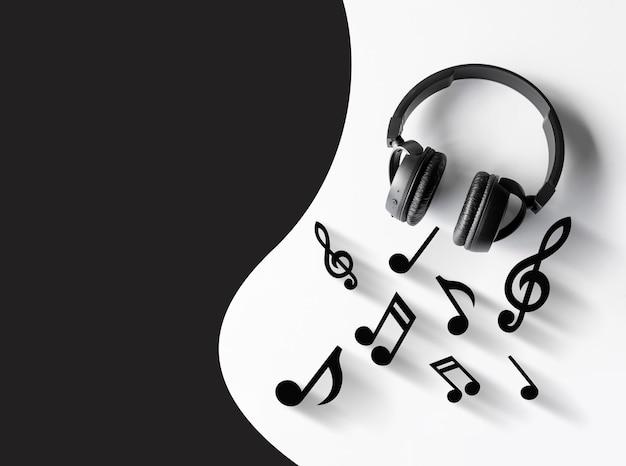 Sfondo di amanti della musica. cuffie su un tavolo bianco