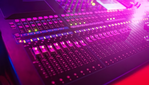 Mixer musicale in discoteca
