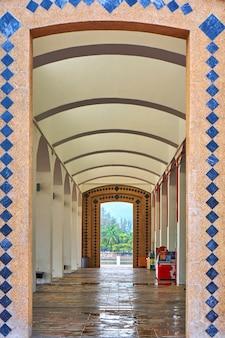 Architettura musulmana. piazza dell'aquila sull'isola di langkawi