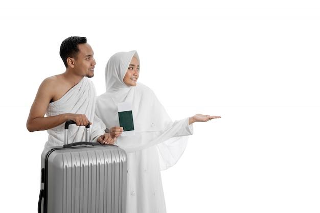 Pellegrini musulmani moglie e marito pronti per umrah