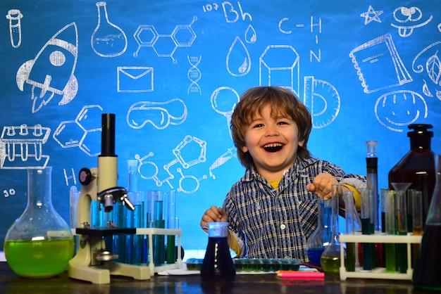 Il mio esperimento di chimica pronto per la scuola di prima elementare il primo giorno di scuola chimica scienze