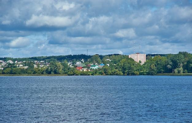 Myadzyel resort città nella regione di minsk in belarus.lake myastro