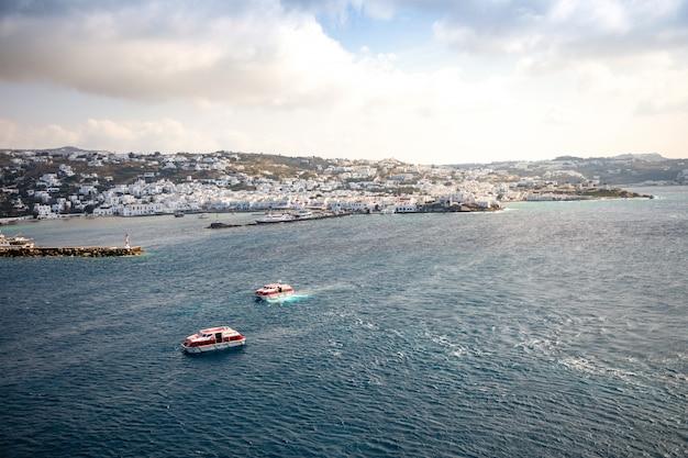 Vista panoramica aerea dell'isola di mykonos, parte delle cicladi, grecia