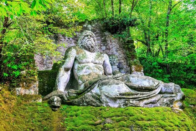 Misterioso parco dei mostri di bomarzo, italia