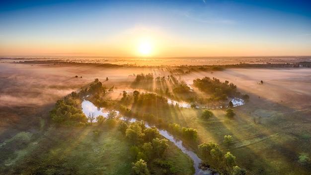 Mistico fiume mattutino