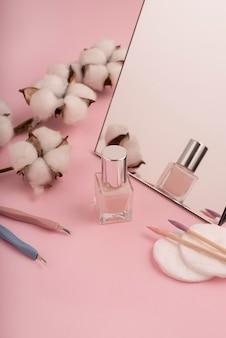 Disposizione prodotti per la cura delle unghie