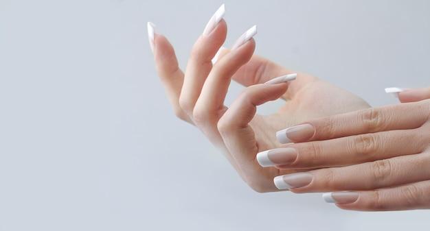 Estensione delle unghie francese