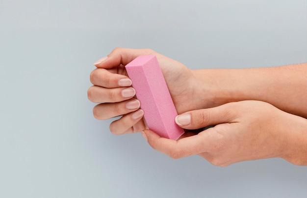 Primo piano di concetto di bellezza delle unghie