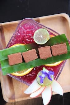 Nama chocolate con succhi di frutta misti