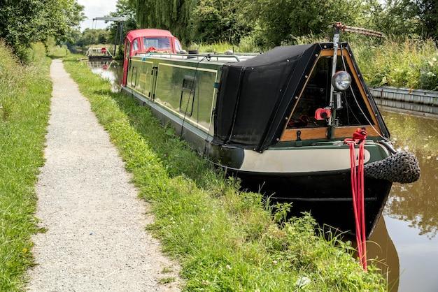 Barca stretta sullo shropshire union canal nello shropshire
