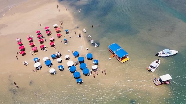 Natal, rio grande do norte, brasile - 12 marzo 2021: lagoa de guaraãras a tibau do sul
