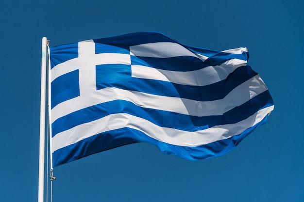 Bandiera nazionale della grecia che sventola nel vento
