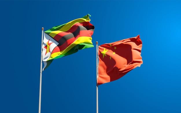 Bandiere di stato nazionali dello zimbabwe e della cina insieme