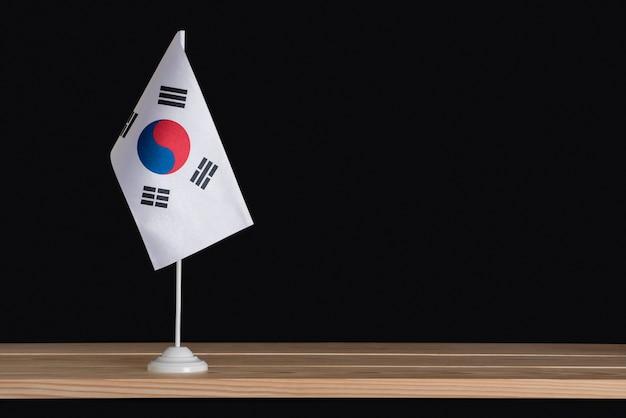 Bandiera nazionale da tavolo della corea del sud su sfondo nero