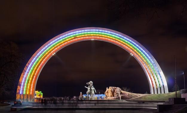 Arco di amicizia delle nazioni a kiev, ucraina
