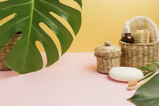 Accessori da bagno naturali, set di accessori da bagno naturali, prodotti eco-compatibili.