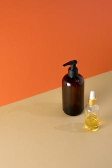 Prodotti di bellezza naturali olio organico minerale eco crema cosmetica siero cura della pelle flacone vuoto contagocce vetro