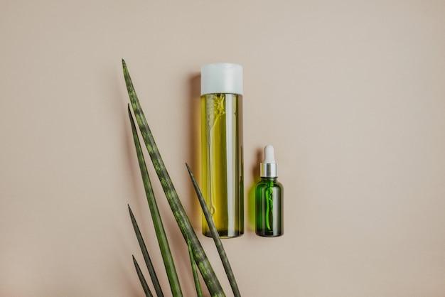 Cosmetici naturali, siero per capelli e cura della pelle.