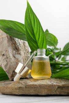 Olio essenziale naturale rimedio omeopatico prodotto di bellezza sano