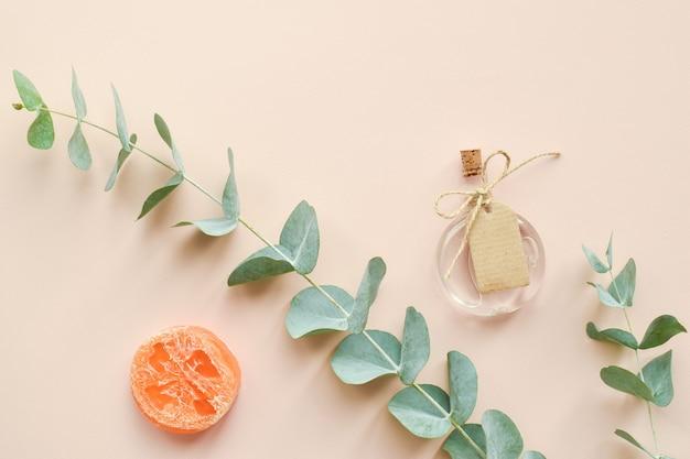 Accessori naturali organici per cure termali su fondo beige zero sprechi cura del corpo eco cos