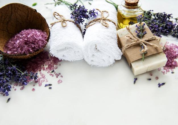 Cosmetico naturale biologico spa con fiori di lavanda