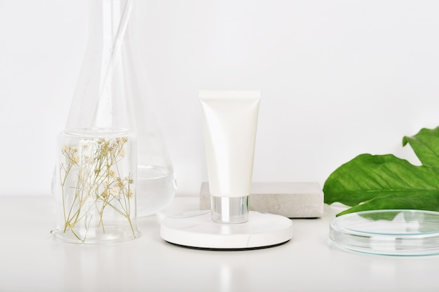 Laboratorio di ricerca di prodotti di bellezza per la cura della pelle naturale.