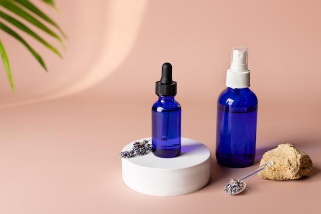 Prodotti cosmetici naturali spa con medicina alternativa a base di erbe di lavanda