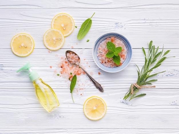 Ingredienti naturali spa e scrub per il corpo.