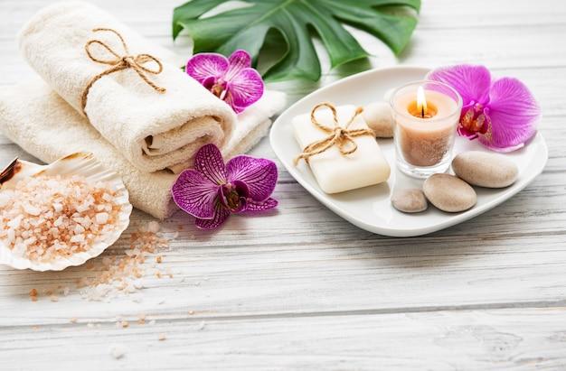 Ingredienti naturali spa con fiori di orchidea